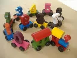 mainan anak bentuk manusia atau hewan