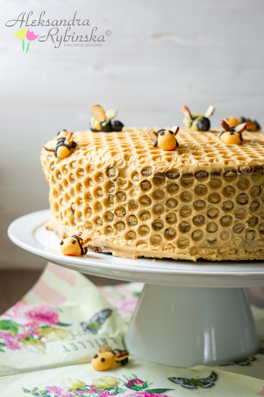 Honey Bee Decoration For Cakes