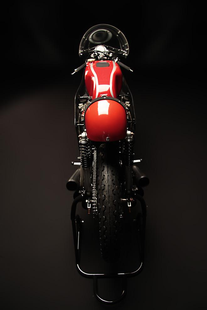 http://4.bp.blogspot.com/-X-u_0kgImsg/UVXIDEUB1YI/AAAAAAAANJQ/SxZUfKUyiso/s1600/Honda+RC166_6.jpg