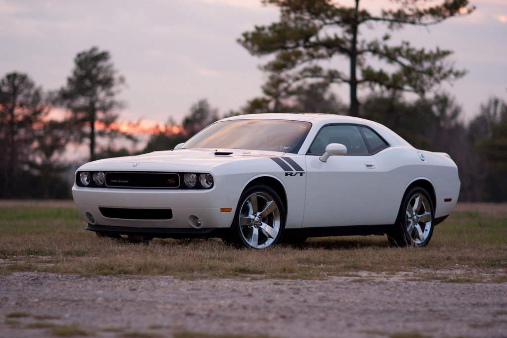 DodgeCaliber: Dodge Challenger White