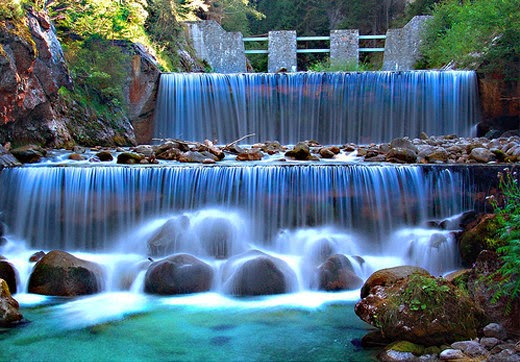 Lovely Waterfall Scene Wallpaper Beautiful Nature Images And Wallpapers