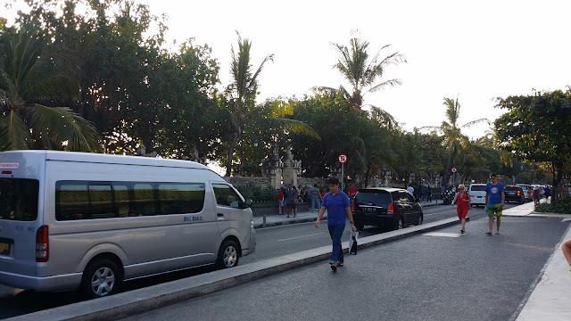Atasco de vehículos en Kuta (Bali)