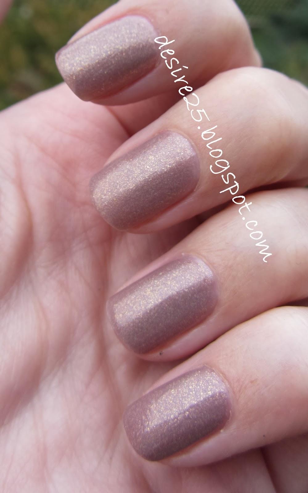 http://desire25.blogspot.com/2013/10/zota-jesien-na-paznokciach.html
