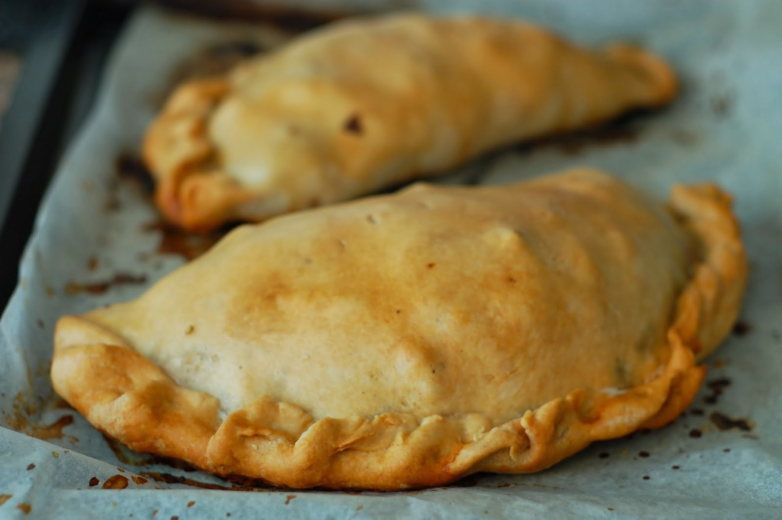how to eat properly: 'cornish' pasty