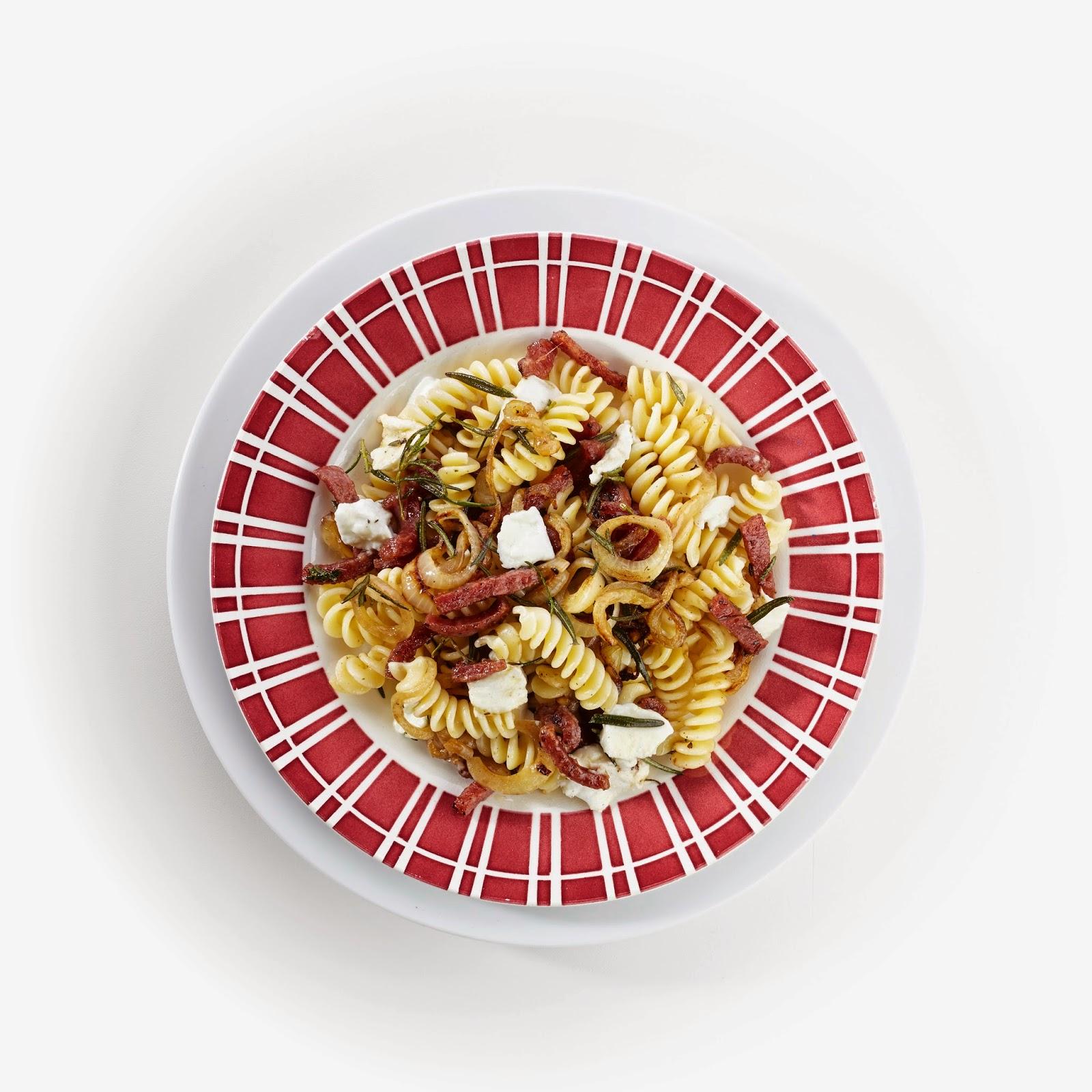 Fussili met salami en rozemarijn
