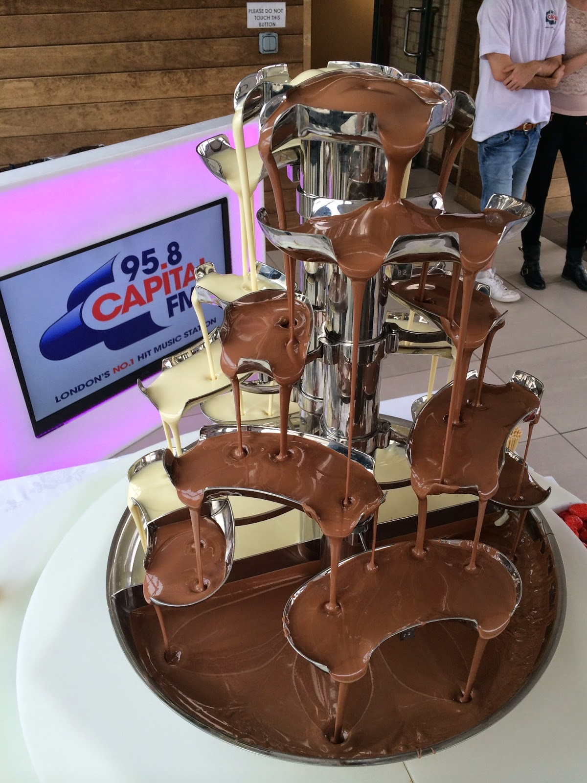 bourjois-event-capital-fm-chocolate-fountain