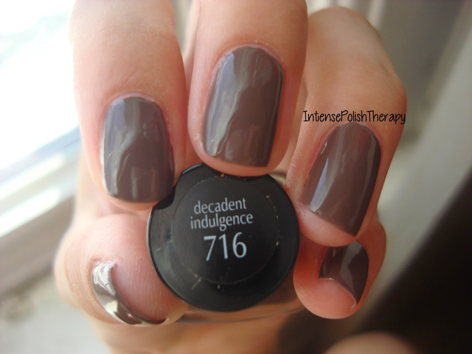 L'Oreal  Extraordinaire Gel Lacquer - Decadent Indulgence 716