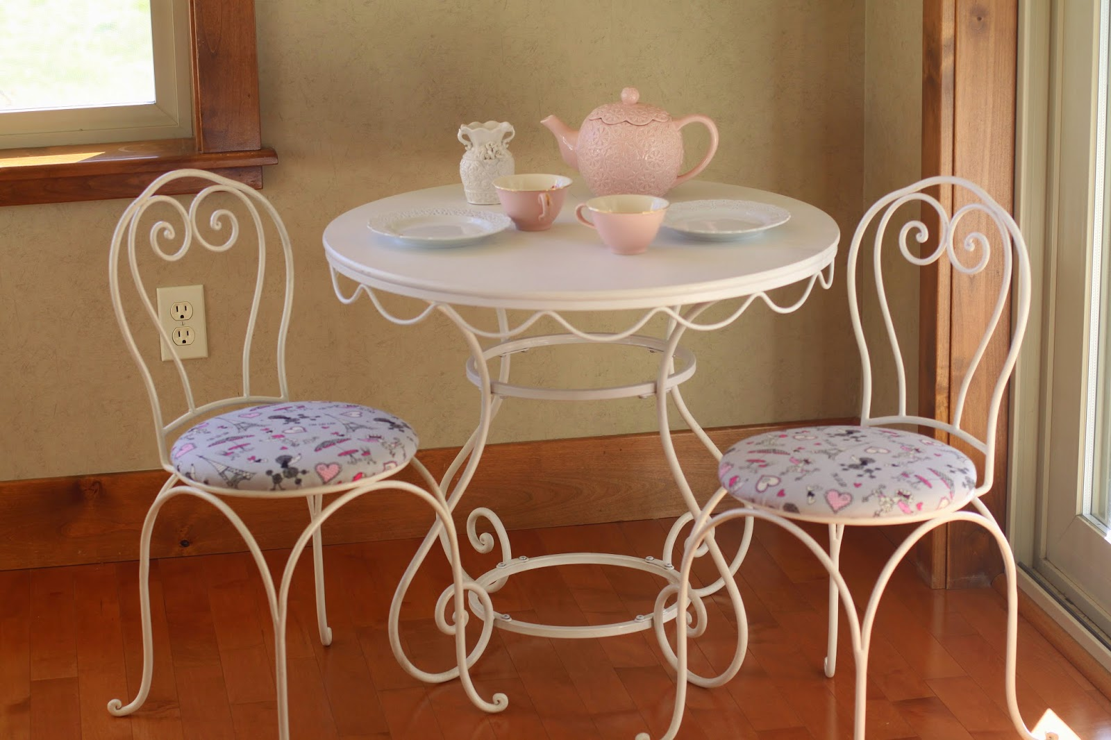 When The Seasons Change I Clean Out Closets. When The Year Changes I Like  To Start With A Clean Slate And Freshen Things Up. The Girlsu0027 Tea Table  Chairs Had ...