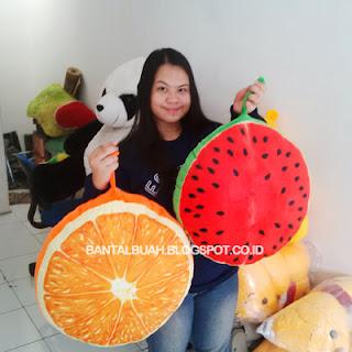 gambar bantal buah semangka besar