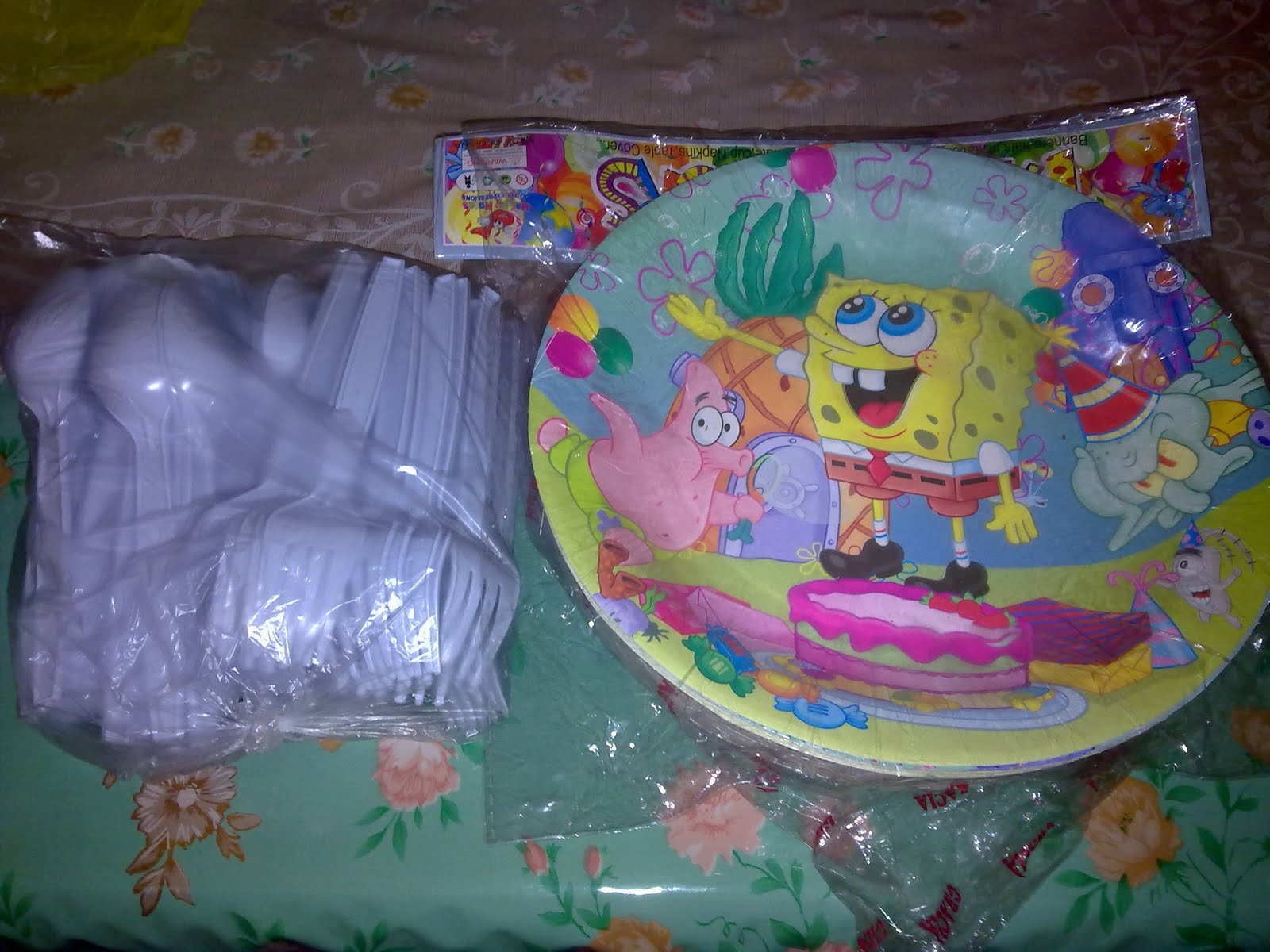 We also bought paper plates in Spongebob design and disposable utensils.