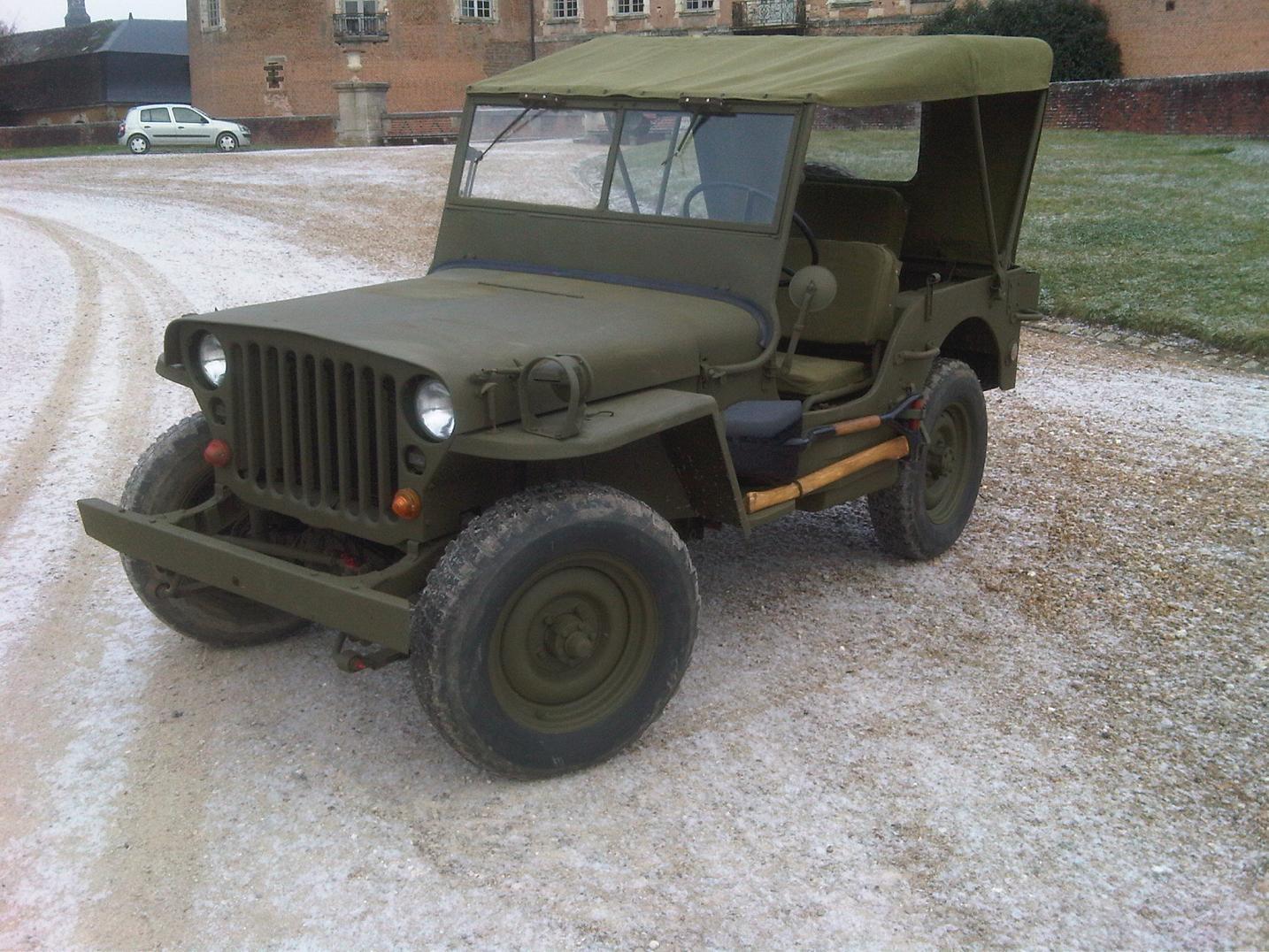 souvenez vous 44 jeep hotchkiss la jeep fran aise. Black Bedroom Furniture Sets. Home Design Ideas
