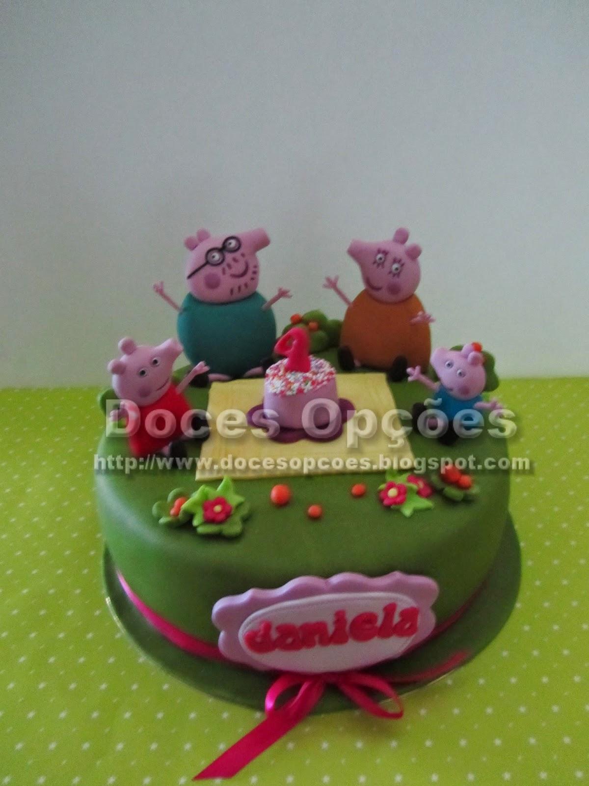 Bolo de aniversário com a família da Porquinha Peppa