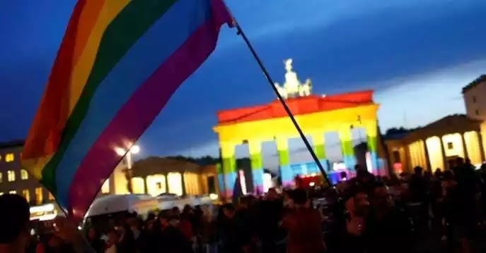 Αλώθηκε πλήρως η Γερμανία που αντιστάθηκε στην μασονία μετά απο 2000 χρονιά: Από σήμερα ισχύει στη χώρα ο γάμος για όλους!