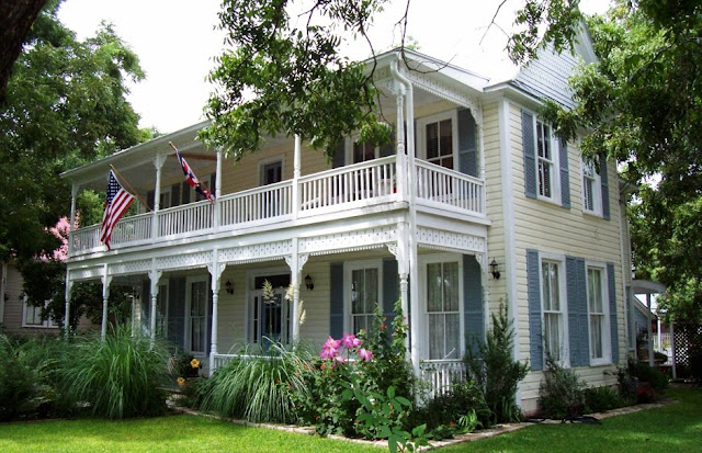Home styles home style decoration idea for Victorian style home builders