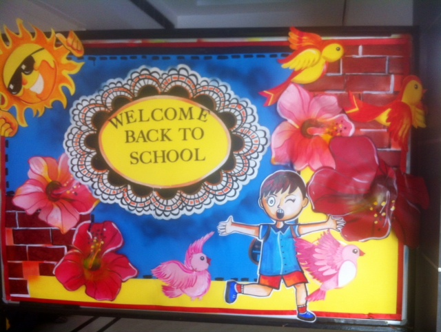 Art craft ideas and bulletin boards for elementary for Back to school board decoration