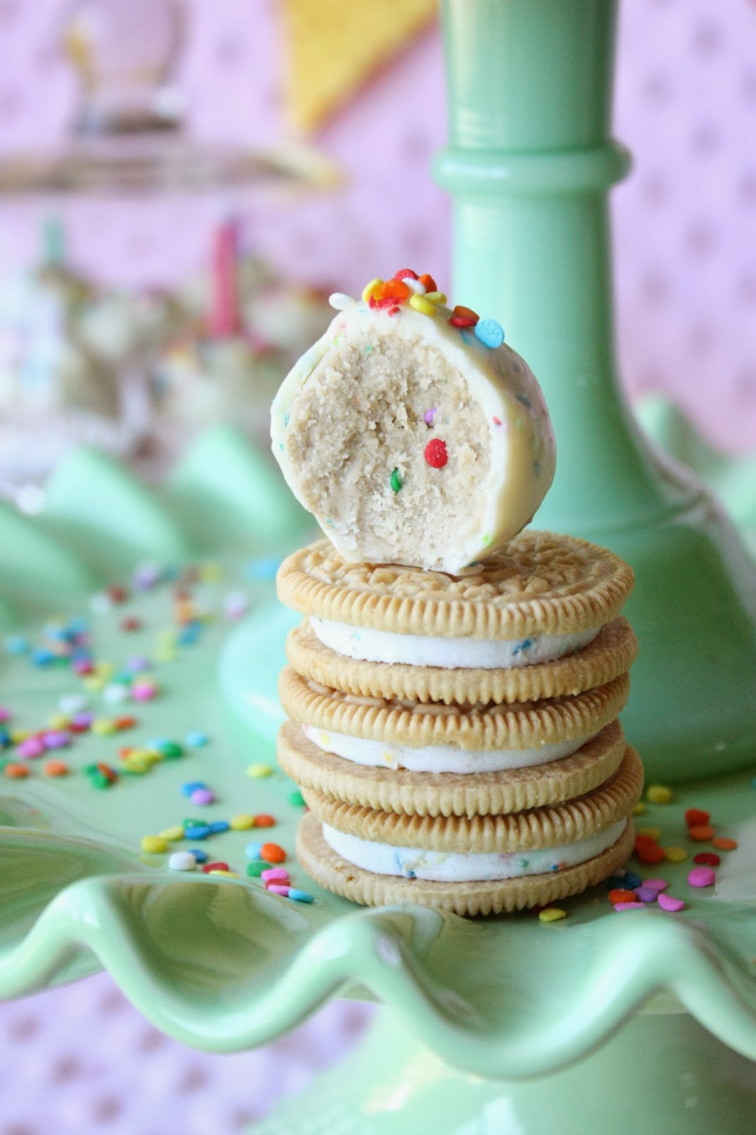 Munchkin Munchies Golden Birthday Cake Oreo Truffles