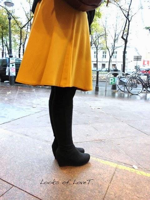 50 looks of lovet mustard outfit mit gelben rock und schwarzem cape fashion 40 50 blog. Black Bedroom Furniture Sets. Home Design Ideas