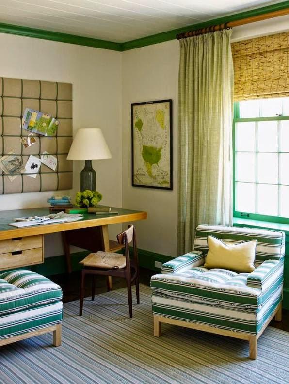 sillón tapizado con tela a rayas verdes