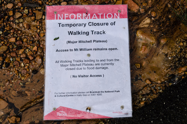 track closed sign for major mitchell plateau