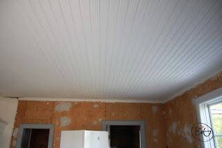 renovering av taket i stugan målat tre varv med matt linoljefärg