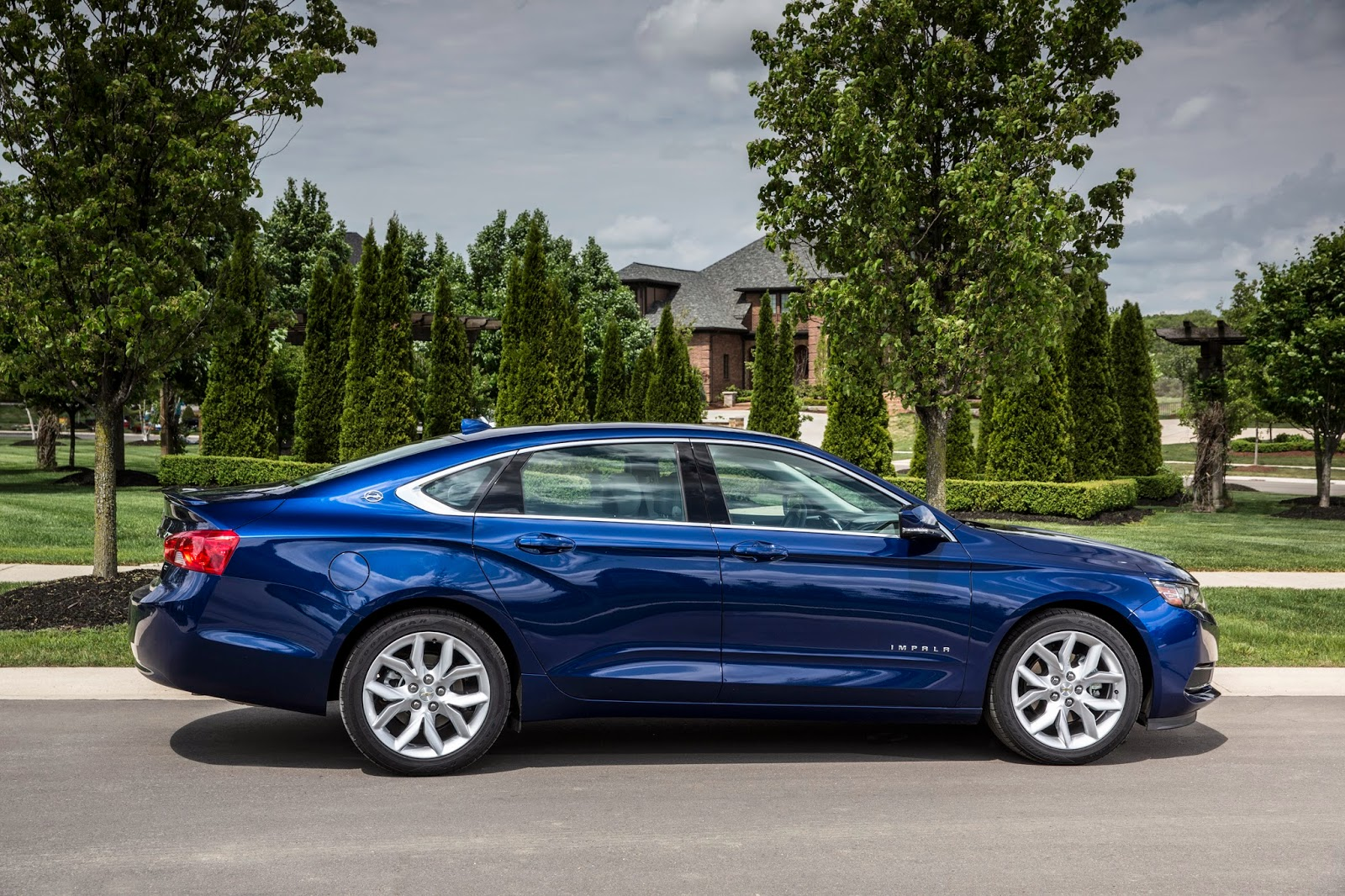 KBB.com Named Two Chevrolet Vehicles to 12 Best Family Cars of 2014
