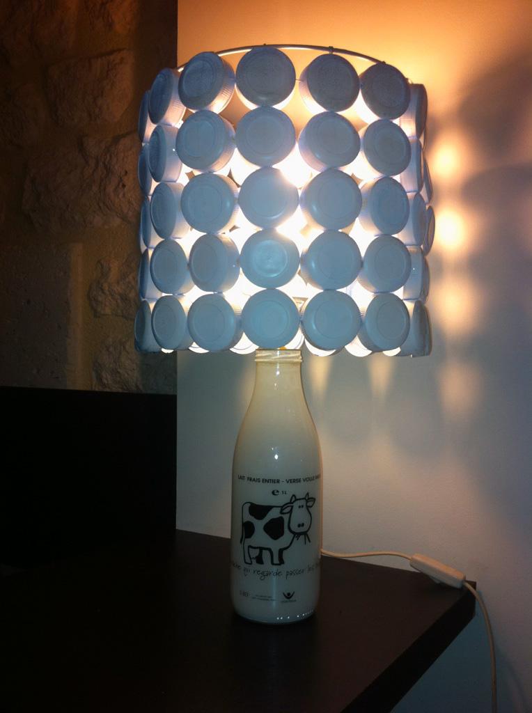 anne claire et charlotte touchatout lampe la vache qui regarde passer les trains. Black Bedroom Furniture Sets. Home Design Ideas