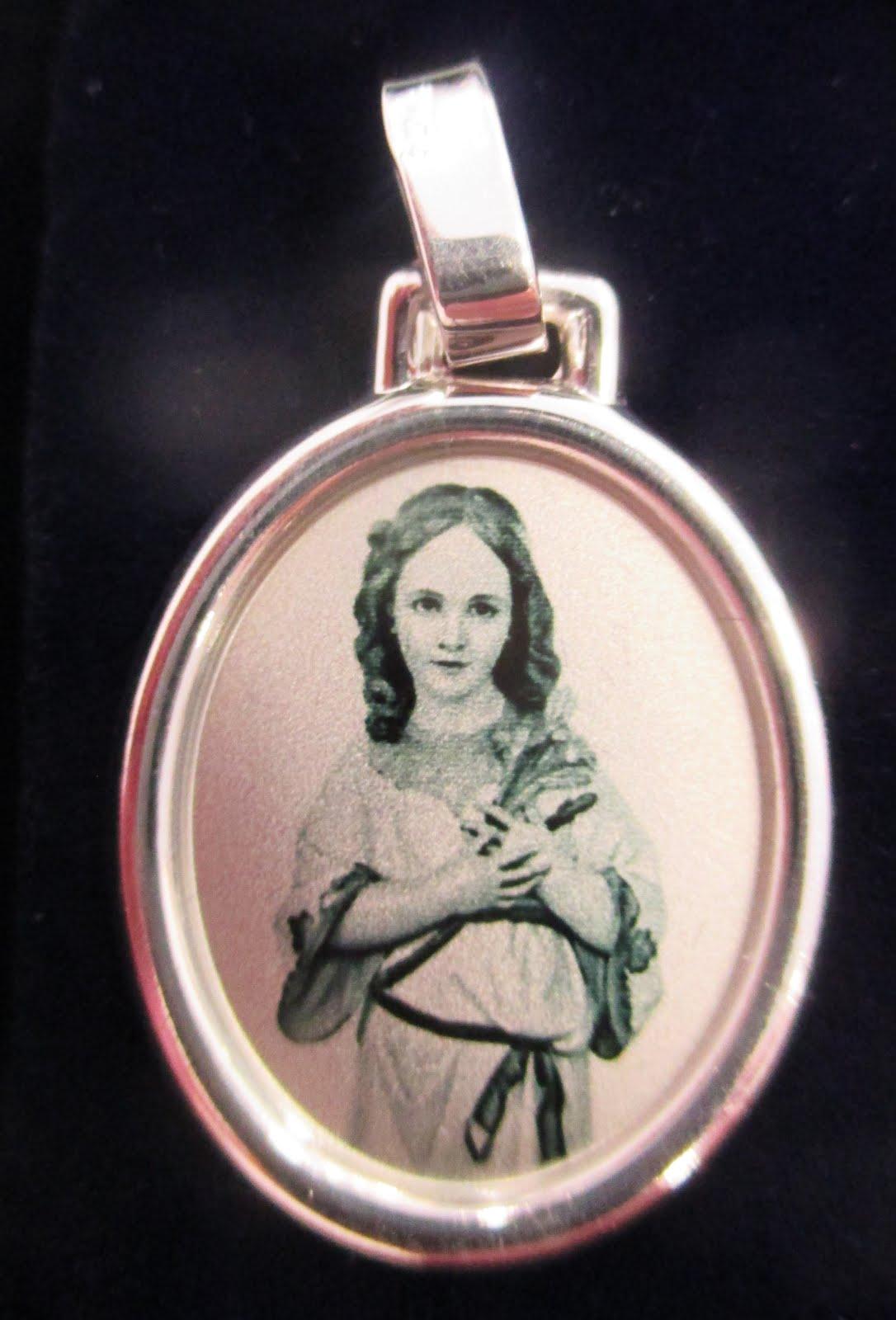 Medalla Virgen Niña de Plata