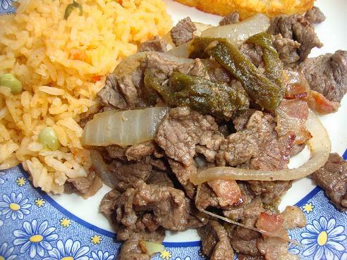 Carne de res cocinar en casa es Plato rapido y facil de preparar