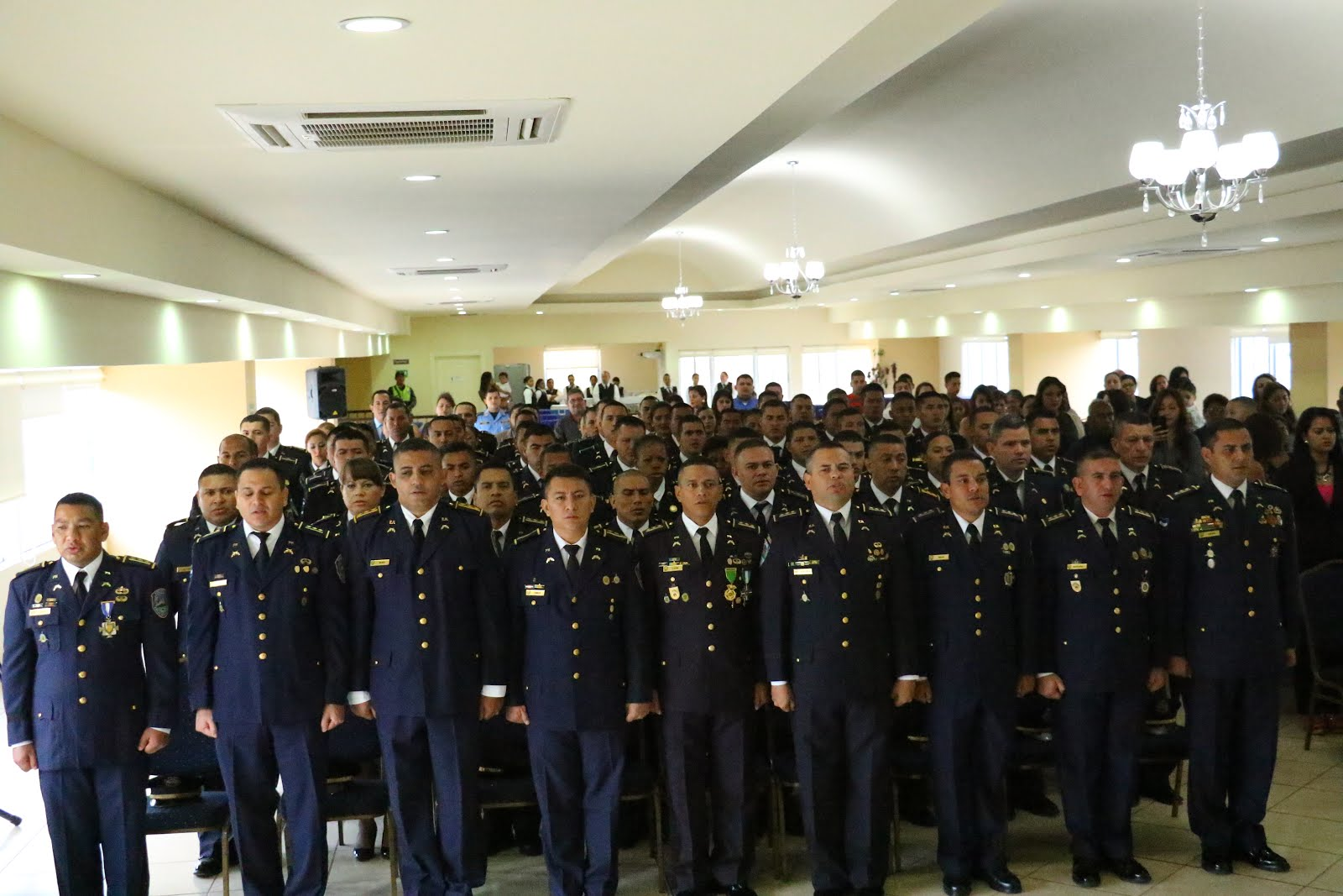 Polic a nacional de honduras secretaria de seguridad clausura cursos universitarios for Ministerio policia nacional