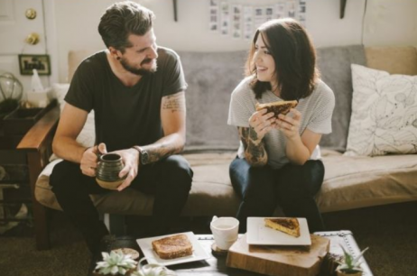 5 Cara Ampuh Agar Pria Jatuh Cinta Pada Pandangan Pertama