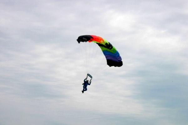 Terjun Payung (Sky Diving). ZonaAero
