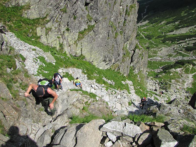 Wspinaczka na górne piętro Doliny Gąsienicowej.