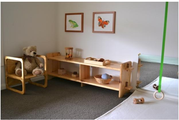 Ambientes montessori en casa montessori desde el nacimiento for Cuarto montessori