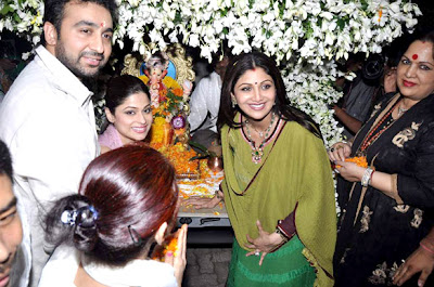 Shilpa Shetty, Raj Kundra and Shamita at Ganpati visarjan