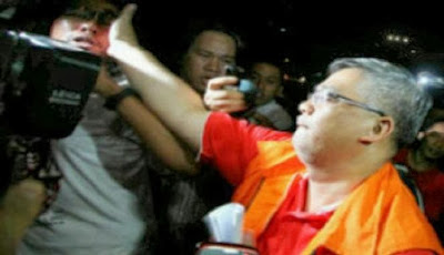 Ketua MK Akil Mochtar Tampar Wartawan