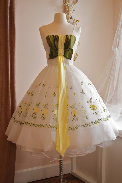 Xtabay vintage clothing boutique portland oregon for Consignment wedding dresses bay area