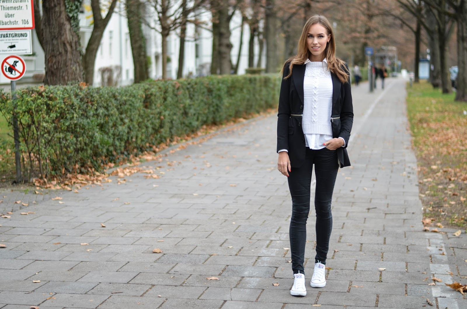 kristjaana mere black blazer skinny jeans white sneakers casual fall outfit