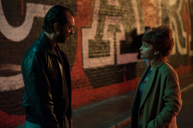 Dom Hemingway (Jude Law) & estranged daughter Evelyn (Hemingway one presumes) Emilia Clarke in Shoreditch
