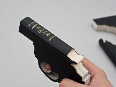 Uniknya Buku Berbentuk Senjata Api Ini.. [ www.BlogApaAja.com ]