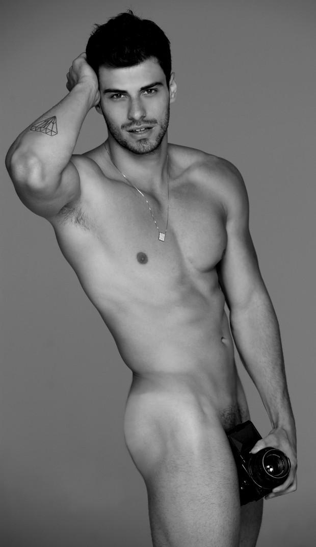 "Lucas Malvacini, Mister Brasil 2011, posou nu para a campanha ""Nus para o Bem"""