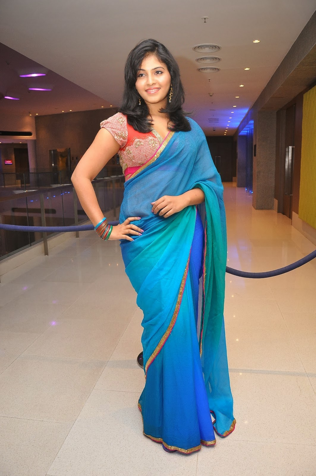 Mirchi Stills: Actress Anjali Latest Hot Navel Show Photos ...