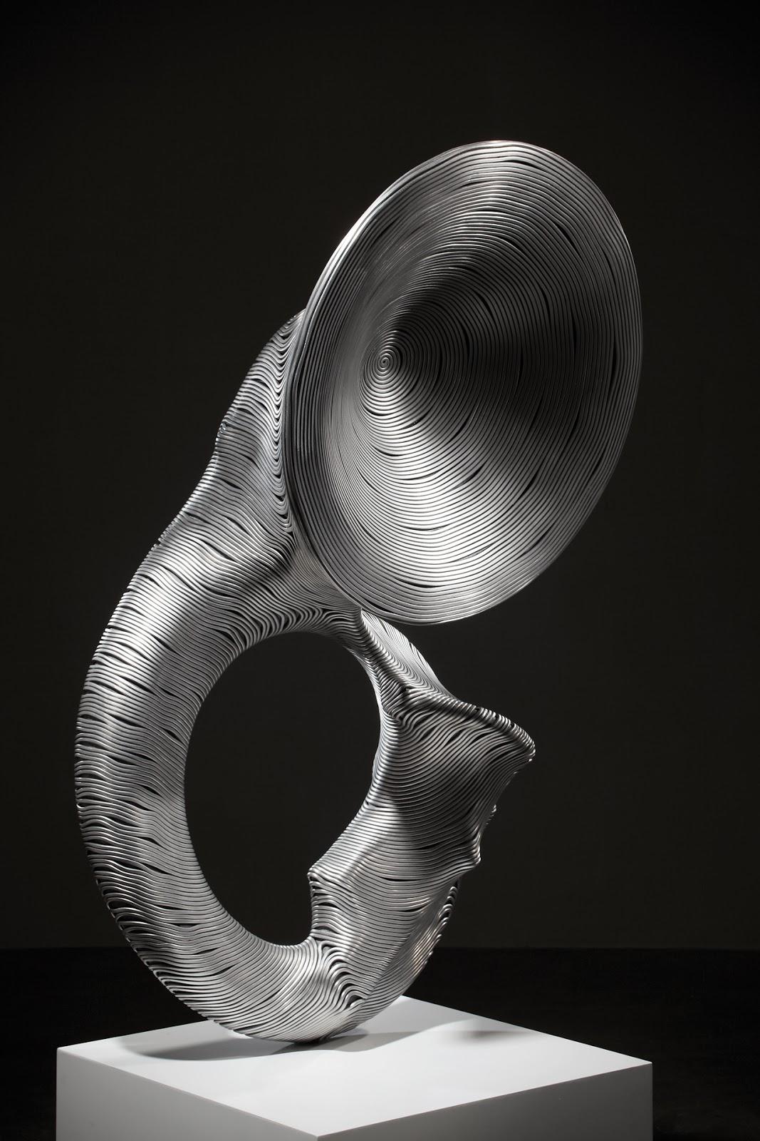 15-Sousaphone-Park-Seung-Mo-South-Korean-Artist-&-Sculptor-Wire-Sculpture-www-designstack-co