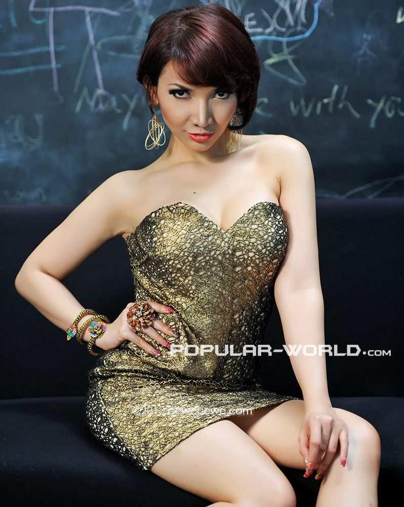 Itulah Foto Roro Fitria di Majalah Popular 2013 . Moga terhibur