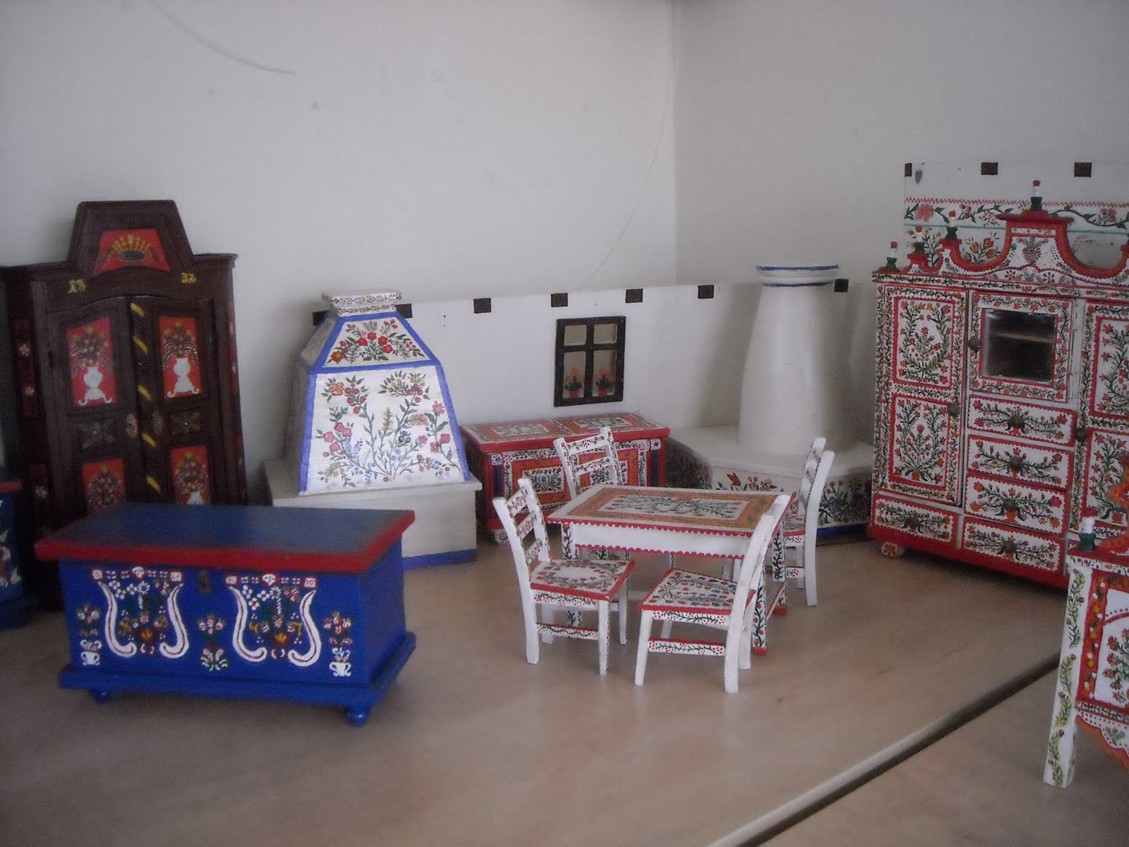 Hungarian folk art inste in hungary for Furniture 2 u
