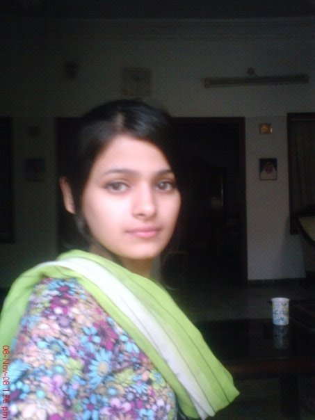 Fun maza new so beautiful pakistani girls wallpapers and for Home wallpaper karachi