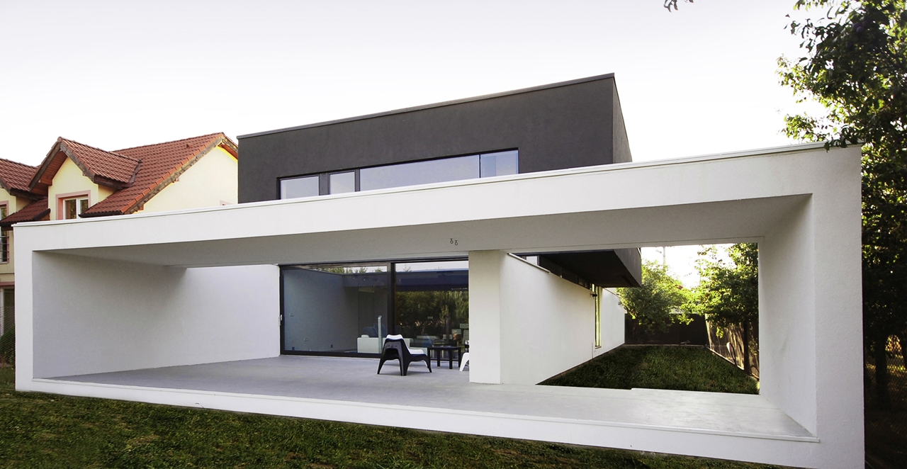 Black on white house by parasite studio architectural for Modern white house