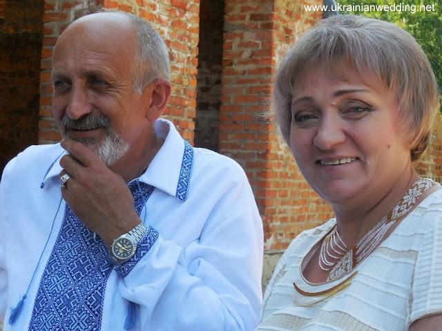 Сват і сваха на українському весіллі
