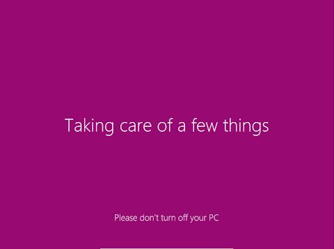 Pada tahap ini, Windows sedang me-registrikan komponen-komponen Windows 8.
