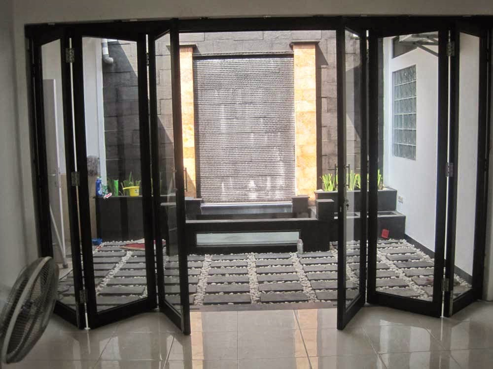 Model-Doors-Glass-House-Minimalist