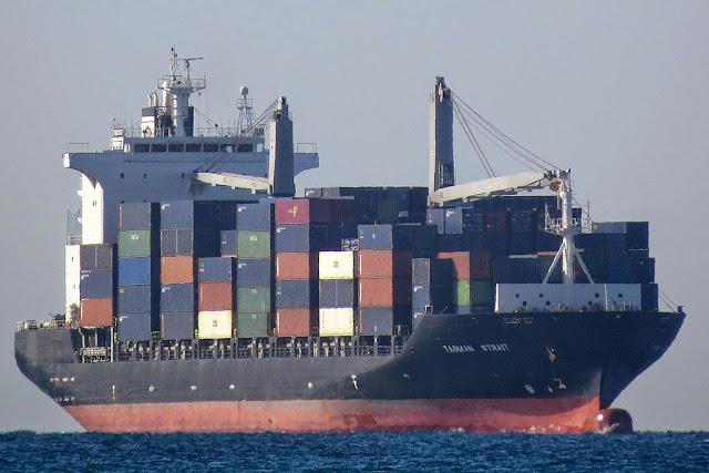 Container ship Tasman Strait, IMO 9351218, port of Livorno